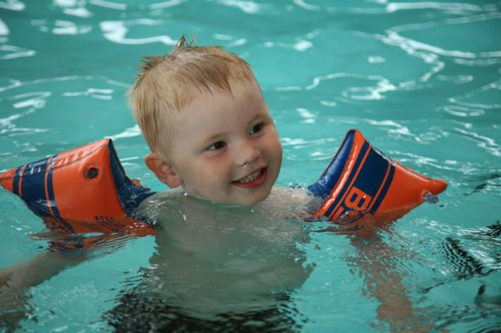 Kinder vorallem jetzt während der Badesaison vor dem Ertrinken schützen.