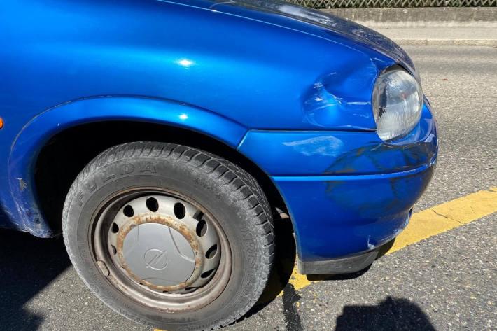 Auto übersehen und Unfall verursacht