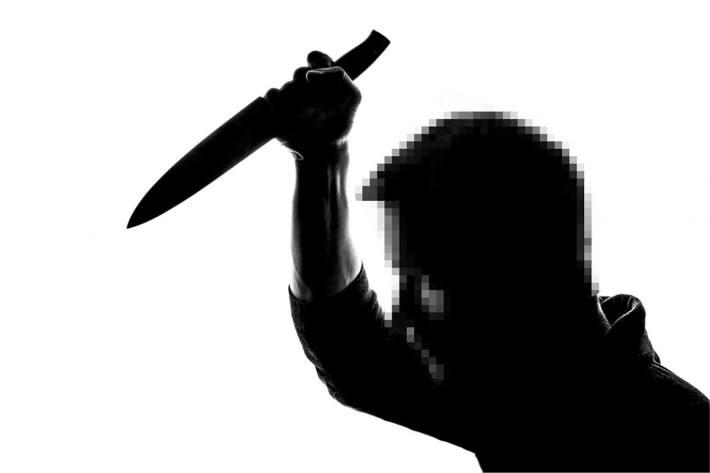 Am 11.05.2021 stach ein 49-Jähriger mit einem Messer auf einen Mann in Hettenleidelheim ein (Symbolbild)
