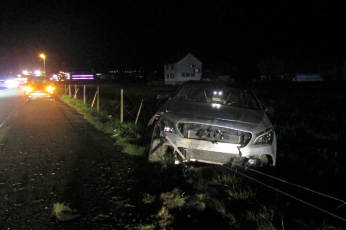 Das Auto wurde total beschädigt.