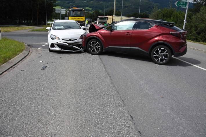 Frau nach Kollision in Sevelen SG verletzt.