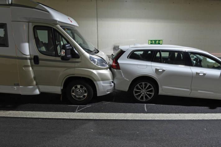 Kollision von fünf Fahrzeugen auf der A2 führt zu Rückstau
