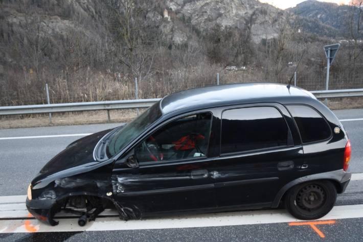 Der Autofahrer verletzte sich am Kopf.