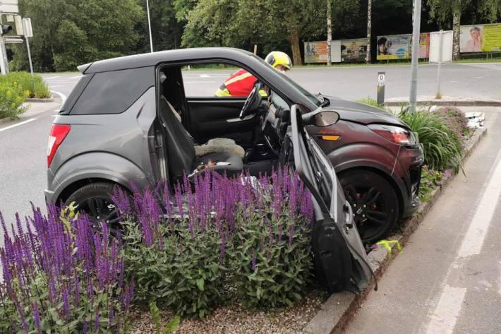 Das Leichtkraftfahrzeug wurde bei dem Crash um 180 Grad gedreht und der Fahrer aus dem Fahrzeug geschleudert