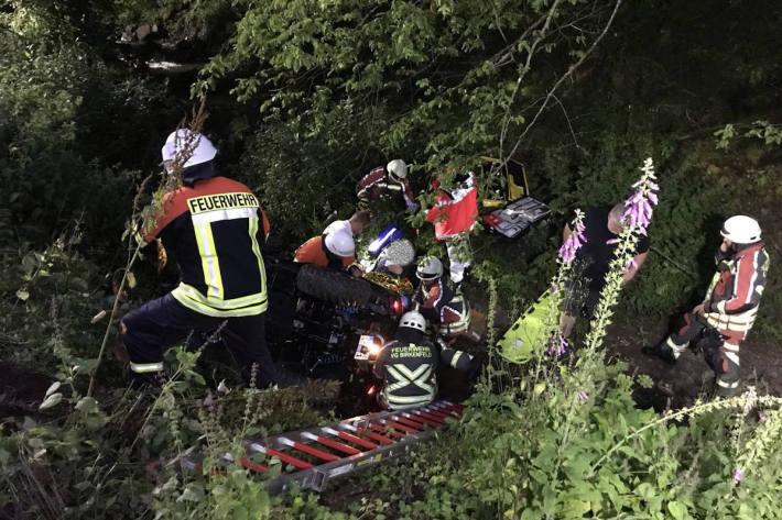 Quadfahrer stürzt Abhang hinunter und verunglückt schwer bei Oberbrombach