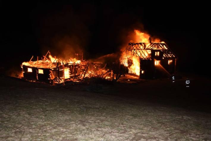 Das Haus brannte in Nesslau SG nieder.