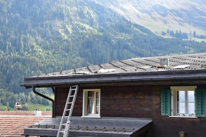 Absturz bei Dachsanierungsarbeiten in Sumvitg