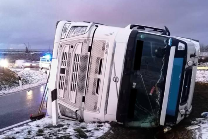 Ursächlich hierfür waren in Stralsund gesundheitliche Probleme beim LKW-Fahrer