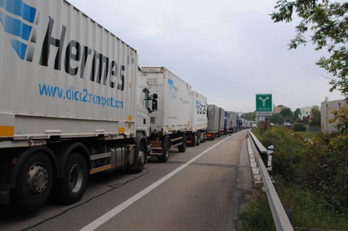 A4 wieder Schwerverkehr-Warteraum an Fronleichnam