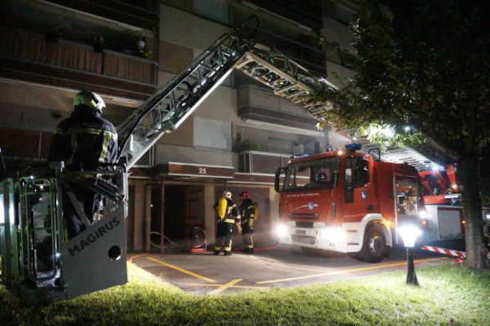 Starke Rauchentwicklung in einem Gebäude – Evakuierung der Bewohner
