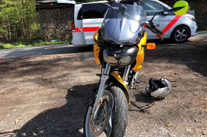 Beim Unfall wurde in Mattwil der Motorradfahrer verletzt