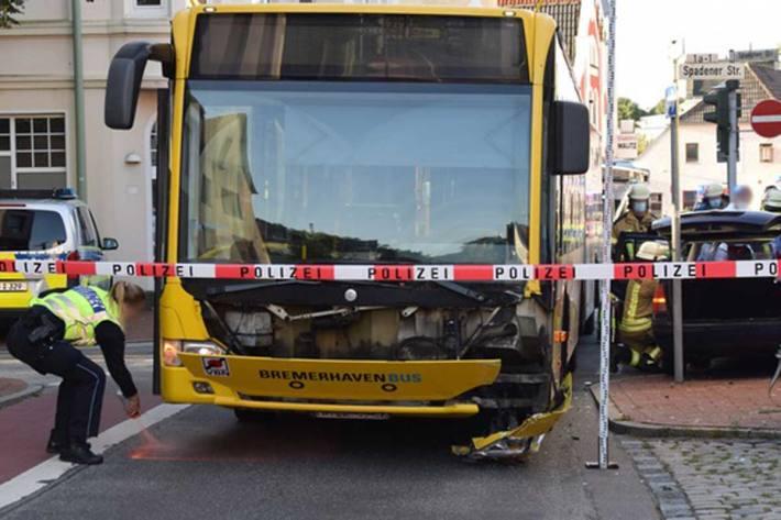 2 Verletzte nach Kollision mit Bus in Bremerhaven