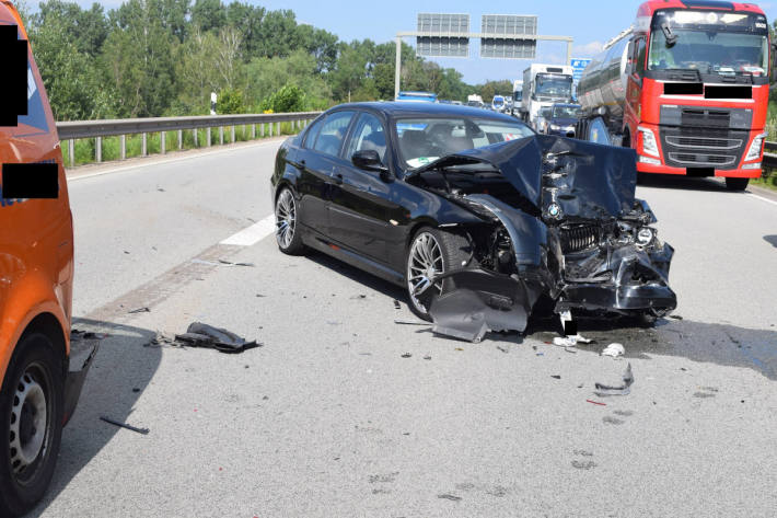 Zwei Verletzte bei schwerem Auffahrunfall auf der A6 bei Ramstein-Miesenbach