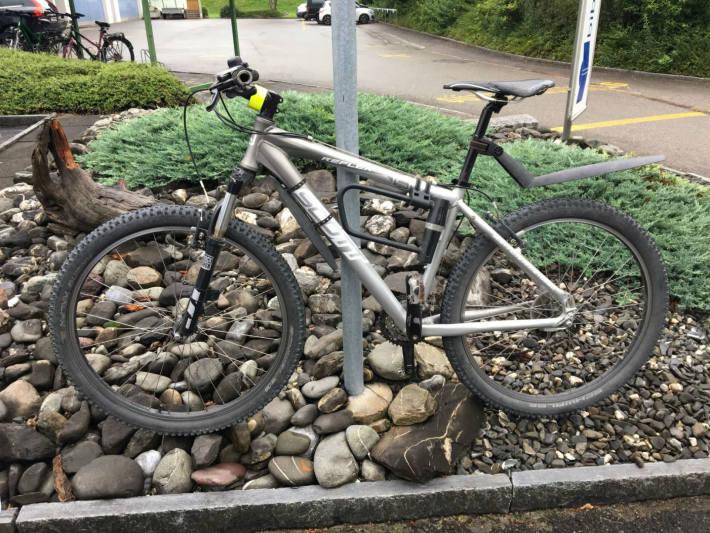 Der Bikelenker verletzte sich.
