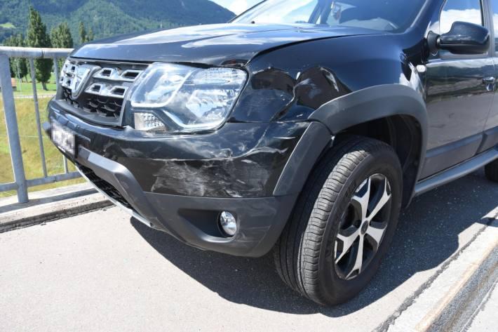 Eine Mitfahrerin verletzte sich beim Unfall leicht.