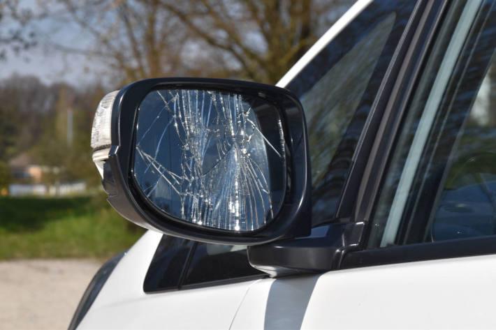 Schaden am Fahrzeug in Feldbrunnen