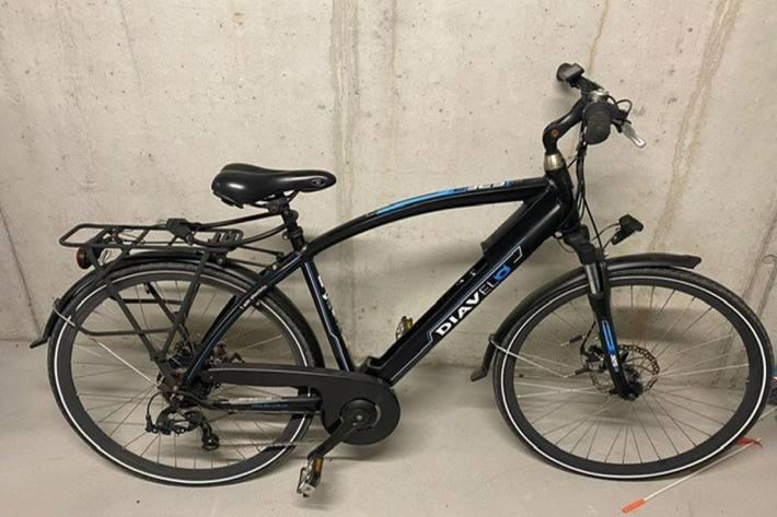 Sie verliess ihr Wohndomizil mit diesem E-Bike.