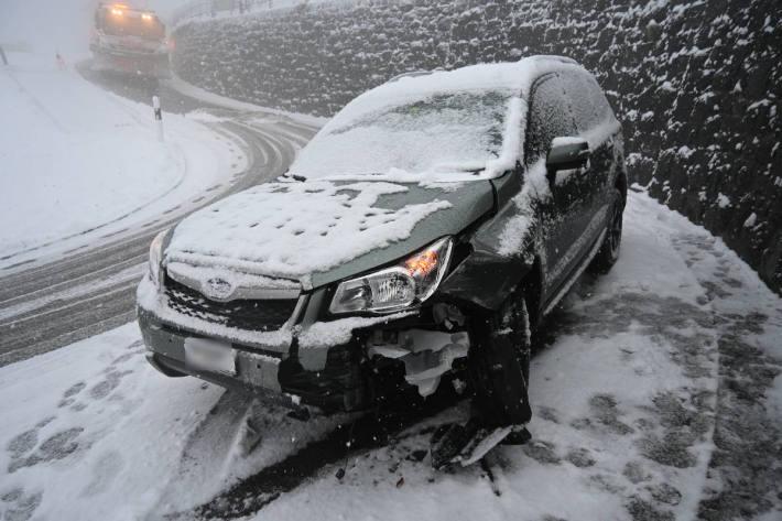 Das beim Unfall beschädigte Fahrzeug bei Triesenberg