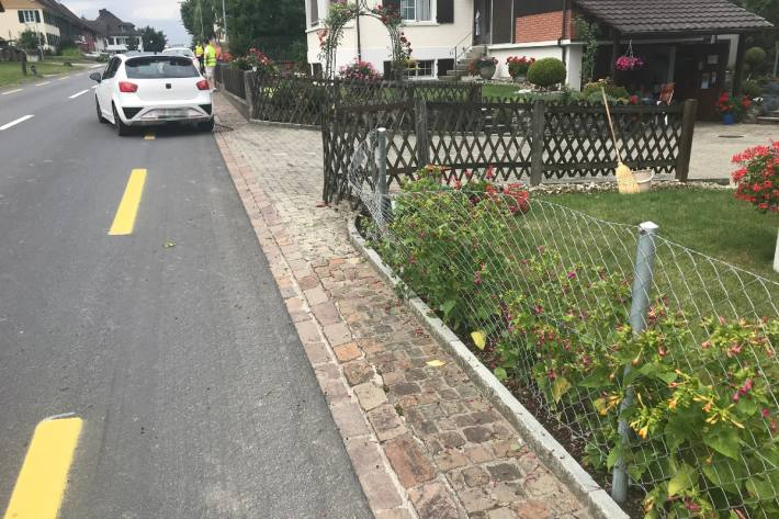 In Wellhausen TG ist heute ein Autofahrer alkoholisiert in einen Zaun gefahren.