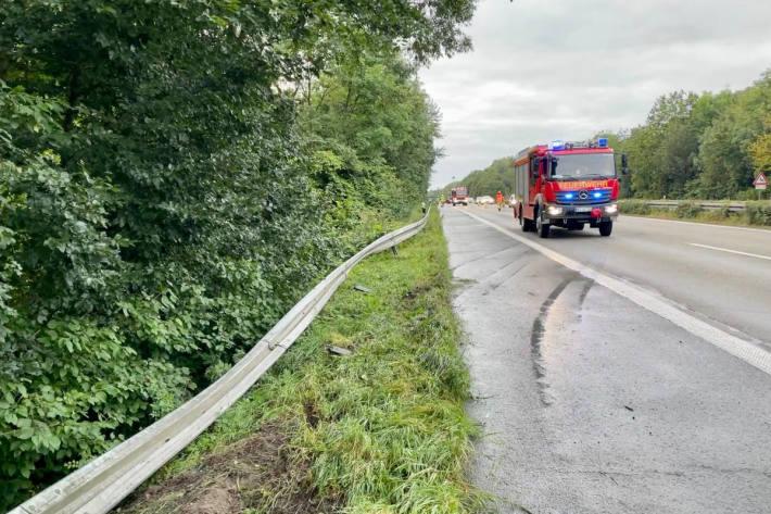 Zwei Verkehrsunfälle auf der A57 bei Alpen