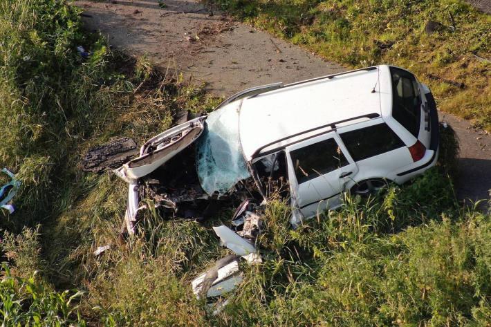 19-jähriger Autofahrer unter Alkoholeinfluss gegen zwei Bäume geprallt  bei Oldendorf-Timmerlande
