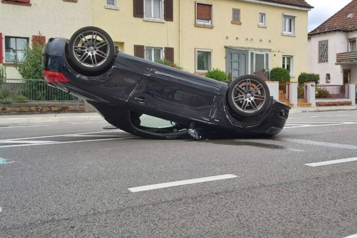 Die Lenkerin im Audi TT wurde heute bei einem Unfall in Landau verletzt.