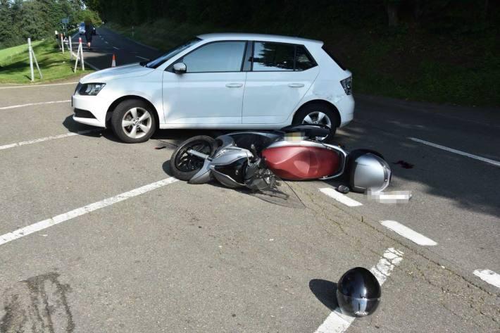 Motorrad prallt in Auto in Rorschacherberg