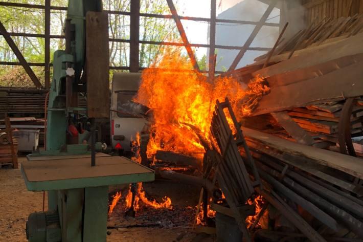 Beim Brand in Reinach AG wird Brandstiftung nicht ausgeschlossen.