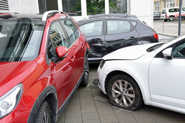 In zwei parkierte Fahrzeuge gekracht in Reiden LU