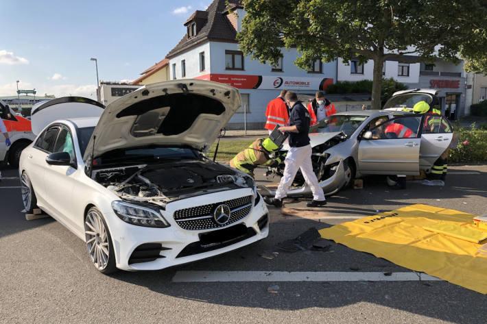 Fahrerin bei Kollision in Worms schwer verletzt