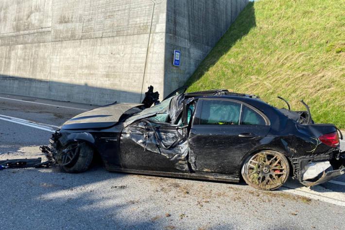 REGA Einsatz nach Verkehrsunfall auf der H189 am La Trême-Tunnel in Bulle