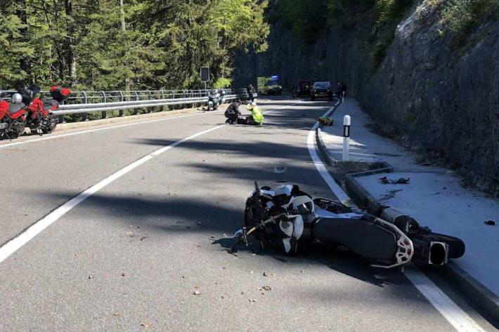 Drei Motorradfahrer bei Unfall auf der Jaunpassstraße verletzt