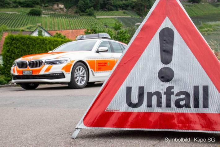 Mofafahrer bei Verkehrsunfall in Niederuzwil verletzt – (Symbolbild)