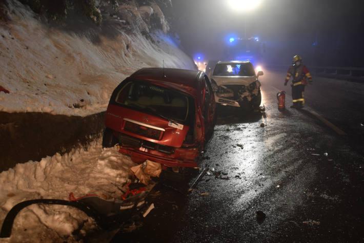 Drei Personen bei Kollision zwischen zwei Personenwagen verletzt in Engelberg OW