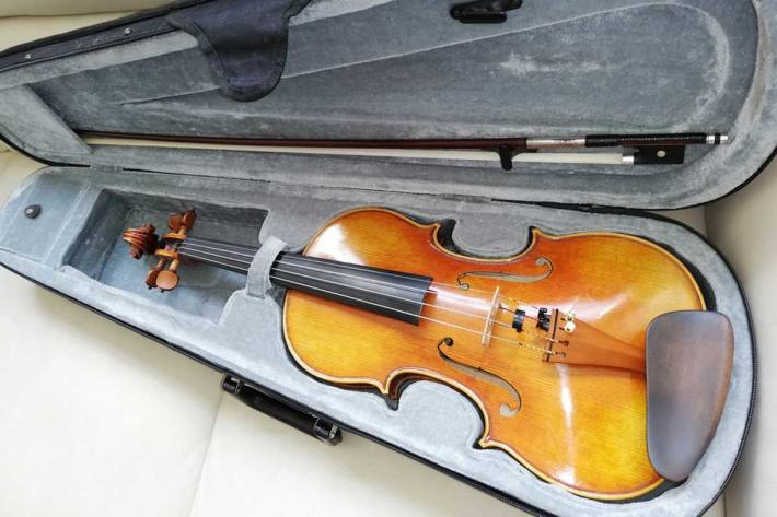 Bundespolizei übergibt in Leipzig verloren gegangene, wertvolle Geige an überglücklichen Besitzer