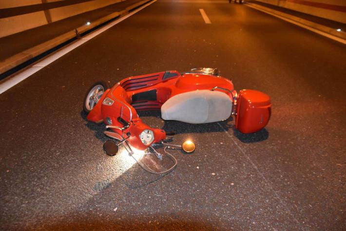 Verunfallter Motorroller auf der A5 bei Biberist SO