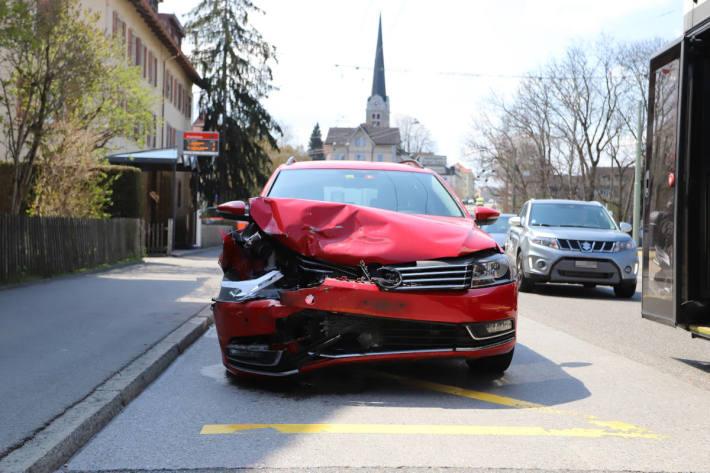 Schaden an einem am Unfall beteiligten Fahrzeug auf der Zürcherstrasse in St.Gallen