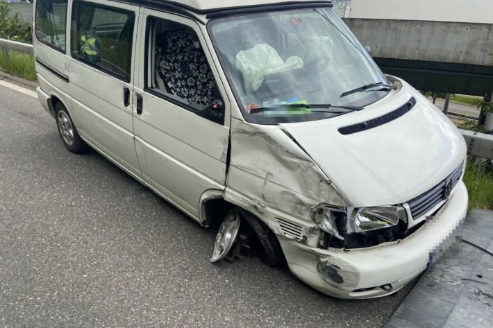 Die Fahrerin verlor die Kontrolle über den Campingbus.