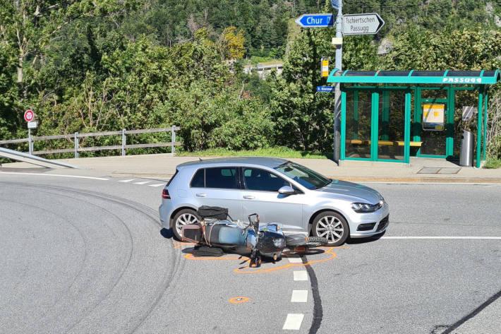 Motorradfahrer bei Kollision mit einem Personenwagen verletzt
