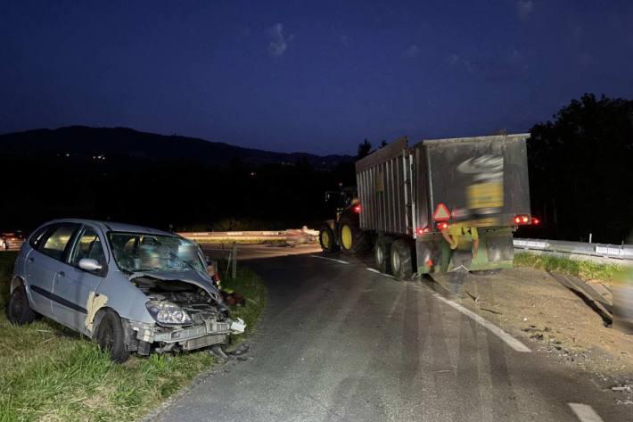 Autofahrer ohne Führerausweis kollidiert mit einer landwirtschaftlichen Fahrzeugkombination in Autigny