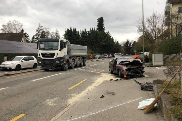 Beim tragischen Unfall von heute in Meilen ZH wurde die Strasse gesperrt.