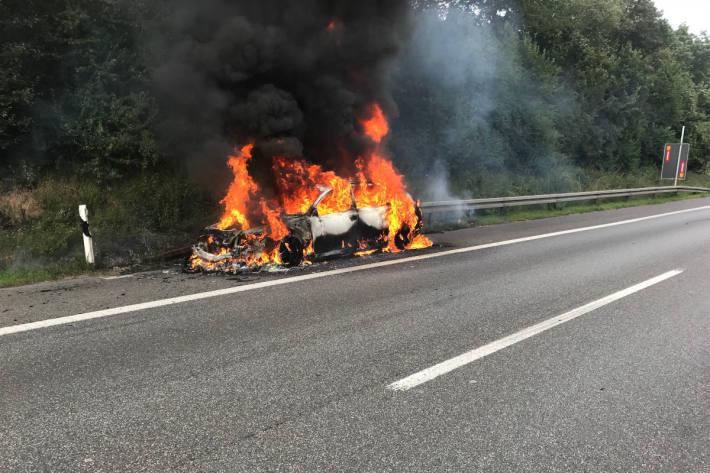 brennendes Fahrzeug auf der A2 bei Bottrop