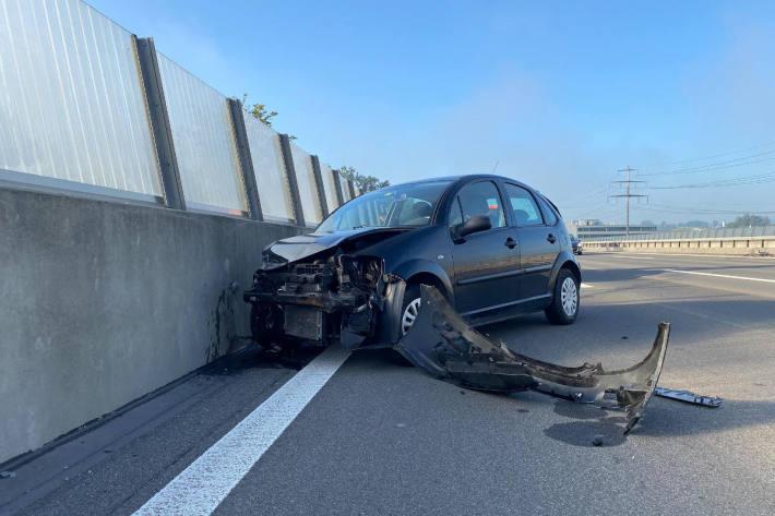 Kollision zwischen Lastwagen und Personenwagen auf der A4