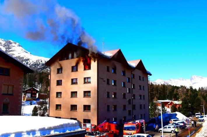 Zwei Personen nach Brand in Pontresina im Spital