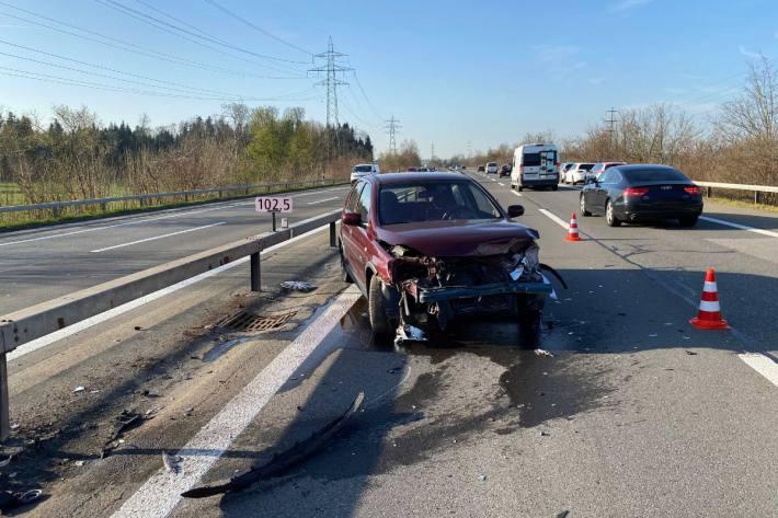 In Risch-Rotkreuz ZG kam es gestern zu einem Selbstunfall auf der Autobahn A4.