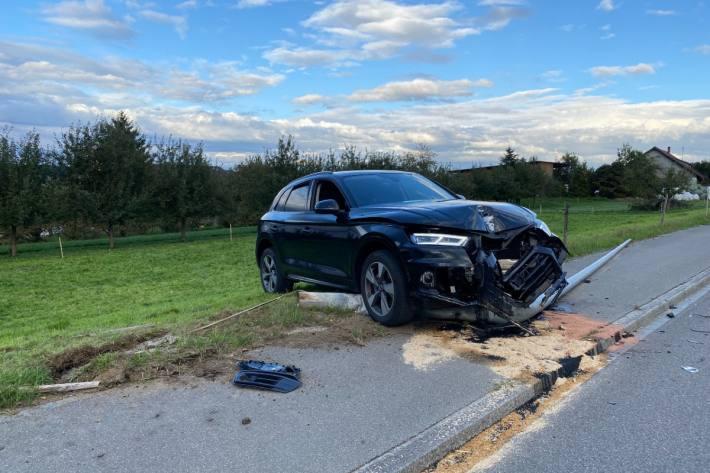 In Erlen TG ist ein Autofahrer am Steuer eingenickt und verunfallt.