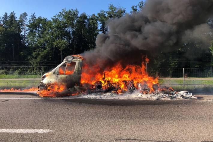 Ein Wohnmobil ist gestern in Sirnach TG in Brand geraten.