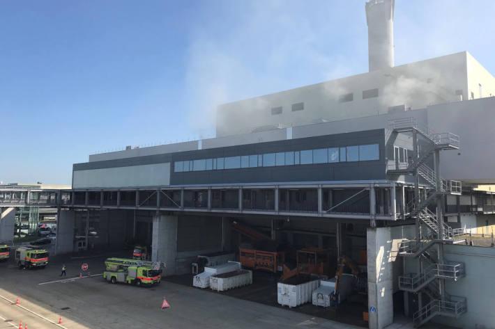 Aufgrund eines Brandes im Bunker des Kehrichtheizkraftwerks bleibt der Recyclinghof Hagenholz am Samstag geschlossen. Der Brand ist unter Kontrolle.