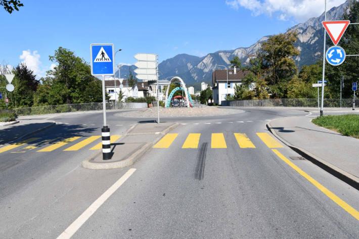 Velofahrer bei Kollision mit Auto im Kreisverkehr verletzt