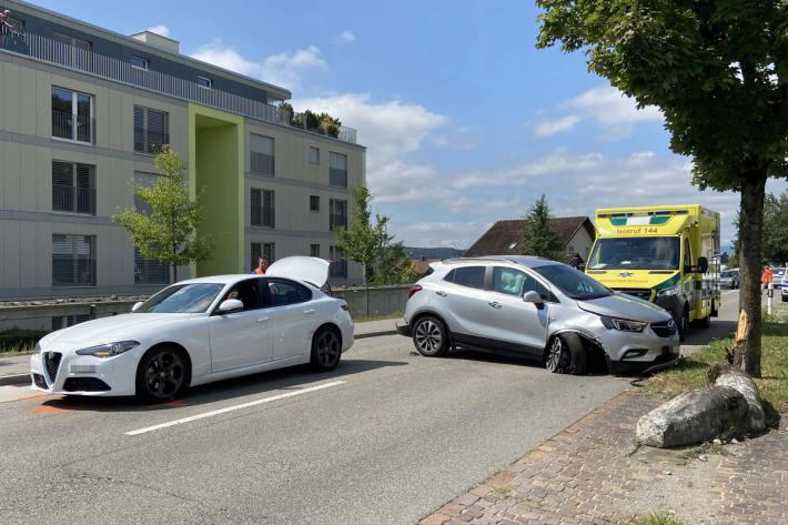 Beide Beteiligten wurden ins Spital in Döttingen gebracht